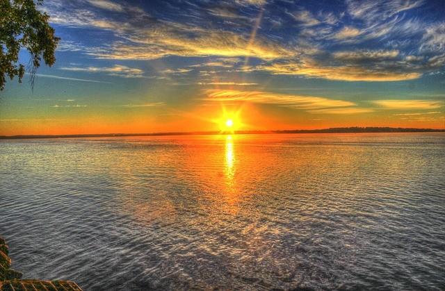 sunrise-182302_640