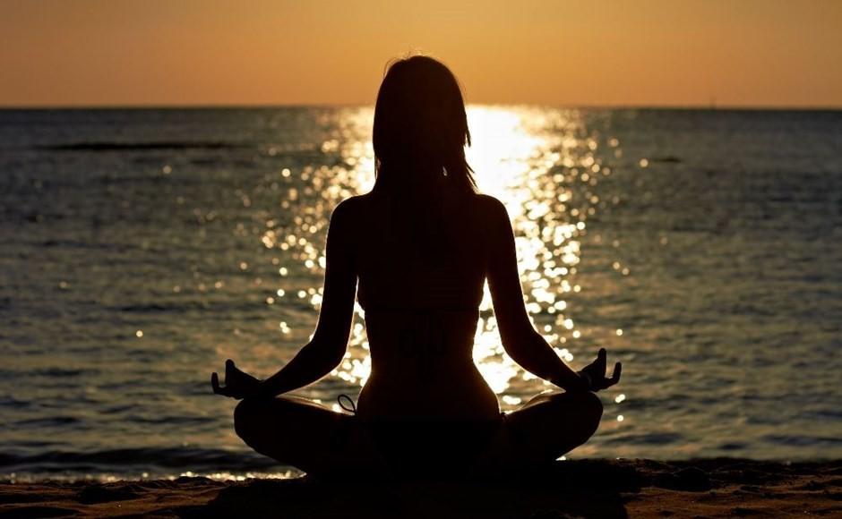 Yoga-silhoutte